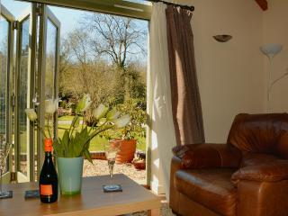 10 mins walk to Town/Lovely Setting/Parking/ Wifi, Shrewsbury