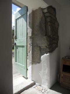 Sunlight and exposed stone in L'Olivier