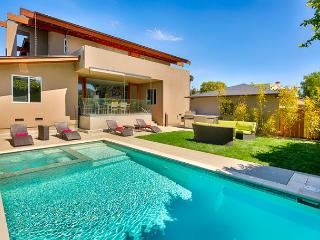 Pool and spa - two blocks to beach - new bedroom and two bath addition, La Jolla