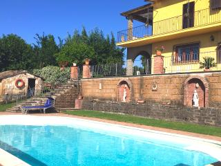 Lovely Villa with spectacular views, private pool, wifi, huge garden near Rome, Soriano nel Cimino