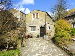 MILL COTTAGE, pet friendly, luxury holiday cottage, with open fire in Buckden, R