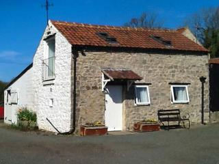 LITTLE MANOR FARM COTTAGE, romantic, WiFi, character holiday cottage in Nawton