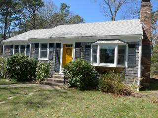 Pond rights, includes Bikes, Kayaks...Updated Home near beaches, private & cool!, Brewster