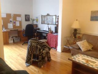 2-bedroom Apartment a Block Away from Metro Jean