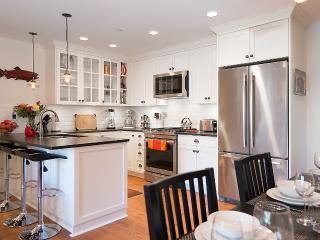 2 Bedroom Luxury Heritage Suite - Best location, Vancouver