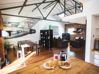 """Incredible"" 2 Bed, New York Style Loft Apartment, Bristol"