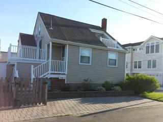 Charming 3 Bedroom Beach house close to family fun, Beach Haven