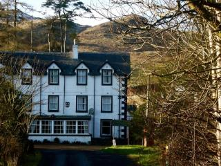 En-suite Single Room in Victorian guest house, Kilmartin