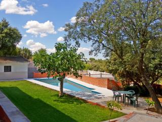 Chalet con piscina privada en Urbanizacion Calalberche, cerca de Madrid