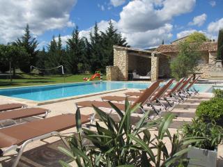 Propriété de charme 4 maisons en pierre et piscine, Rustrel