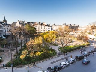 Notre Dame Garden - Upscale 2 beds with Views