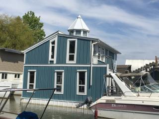 RARE 3 bedroom Executive FLOAT HOME on the River, Richmond