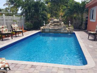Beautiful Luxury Family Vacation Home, Lauderdale Lakes