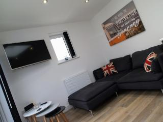 MODERN 3BED SERVICED APARTMENT, Plymouth