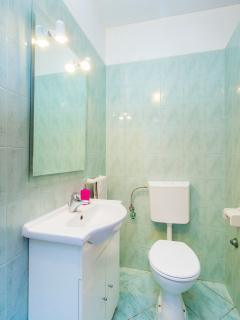 2nd upper floor bathroom