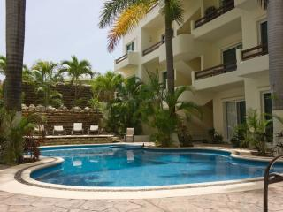 Beautiful Condo in the heart of Playa - PK4, Playa del Carmen