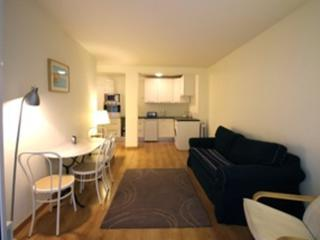 Bright & Modern 1 Bed near the Port