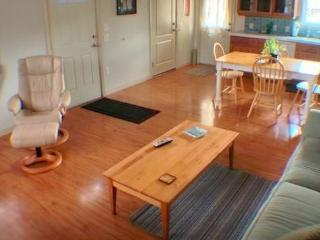 Charming 1BR Cottage in West Petaluma - Walk to Historic Downtown!