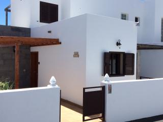 Casa Latino, Two Bedroom, Heated Pool, Sea View, Playa Blanca