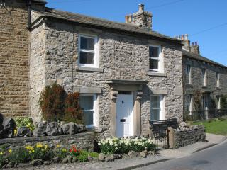 FERNLEA COTTAGE, village green location,