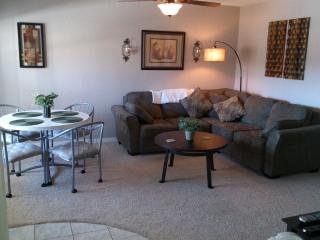 2 BR/2 BA Lakefront Lighthouse Landing Condo, Lake Ozark