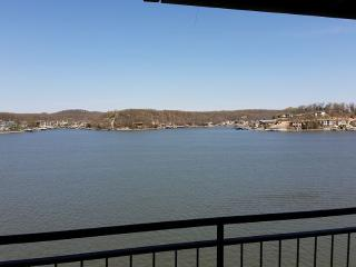 2Bed/2Bath with a 6 mile wide Unobstucted View!, Lake Ozark