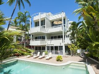 Tranquil Retreat Penthouse, Port Douglas