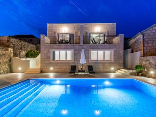 Villa Kabalero - Four Bedroom Villa with Private Pool