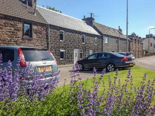 THE GARDEN FLAT, first floor apartment, enclosed garden, ideal for a couple or family, in Crieff, Ref 928342