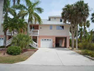 Anchorage Palms II Spacious 3BR/3BA,  Short Walk to Fort Myers Beach