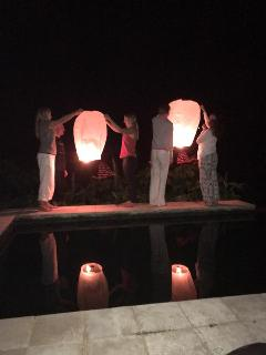 Sending off good wishes with lanterns