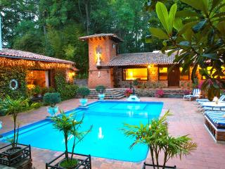 cozy 2 bed 2 bath bungalow on spectacular estate, Valle de Bravo