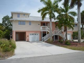 Anchorage Palms I: Spacious 3BR/3BA, Short Walk to Fort Myers Beach
