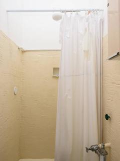 Bathroom 2 / Banheiro 2