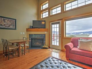 Cozy 2BR Dillon Condo w/Wifi, Large Deck Overlooking Lake Dillon & Complex Hot Tub - Walking Distance to Restaurants & Easy Access to 6 Different Ski Resorts!