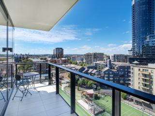 BRAND NEW APARTMENT 2 Min Walk to Toorak Road.