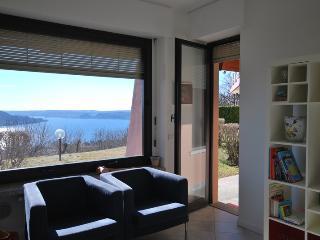 Vista lago stupenda appartamento con piscina LESA, Lesa