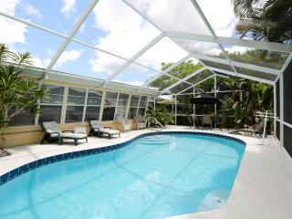 Peaceful Tropical Private Yet Close to Siesta Key, Sarasota