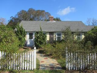 Cozy Cottage Near Beautiful Rock Harbor!