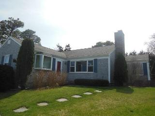 Walk to Nauset from this Renovated Ranch, Orleans