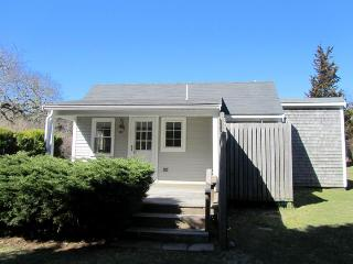 Walk to Nauset from this Cozy Cottage!, East Orleans
