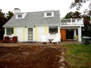 Charming Cottage with Balcony Views, Wellfleet