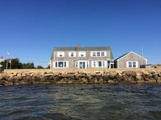 Waterfront Cottage on Lewis Bay!, West Yarmouth