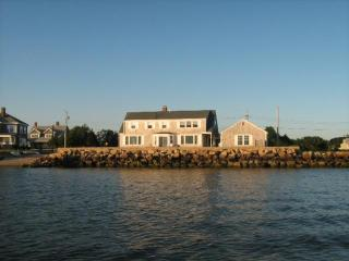 Waterfront Cottage on Lewis Bay!