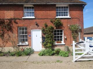 A charming 2 bedroom cottage near Canterbury