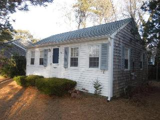 Cozy and Cute 2 Bedroom Cottage!, Dennis Port