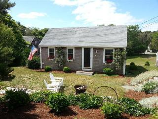 Cute & Cozy South Chatham Cottage!