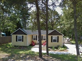 Adorable 3Br cottage .5mile from the beach!