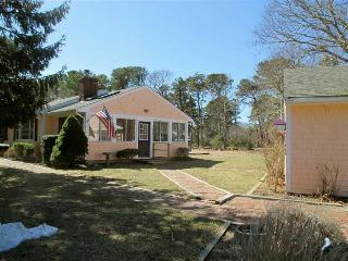 Cozy 3 Bedroom, Half Mile to Kingsbury Beach!, Eastham
