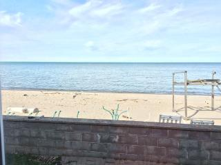 4 Bedroom Lake House - 2,350 Square Feet With Private Beach